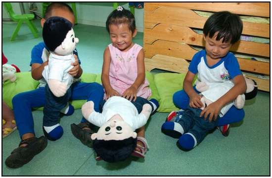 Chinese-Kids-in-an-Anatomy-Class-7