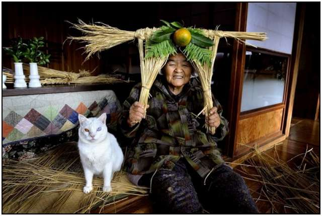 Grandmother-and-Her-Cat-7