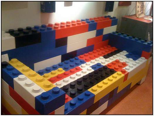 LEGO-bricks-Sofa