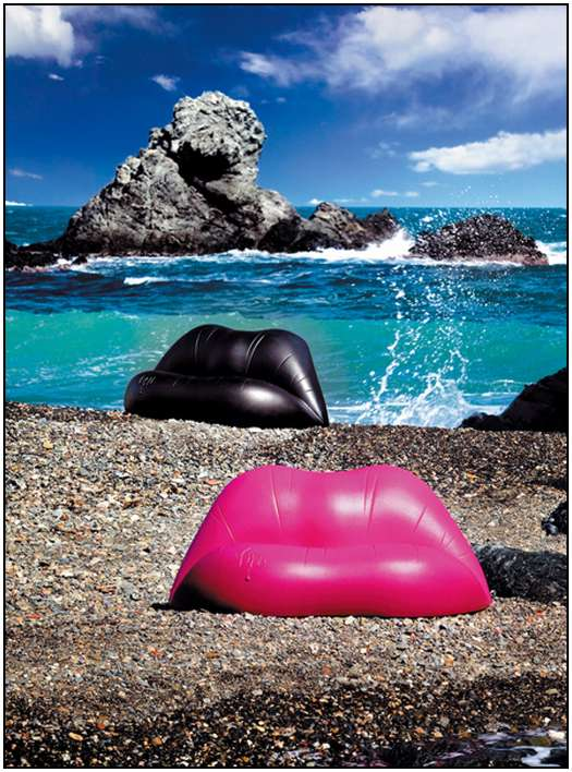 Lips-Shaped-Sofa