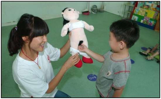 Chinese-Kids-in-an-Anatomy-Class-4