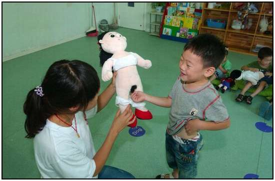 Chinese-Kids-in-an-Anatomy-Class-5